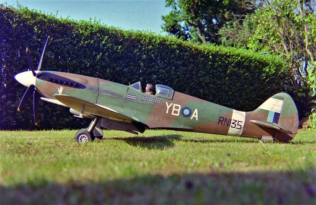 Brian Taylor Supermarine Spitfire RC Model (Mk.XIV | PR.XIX)